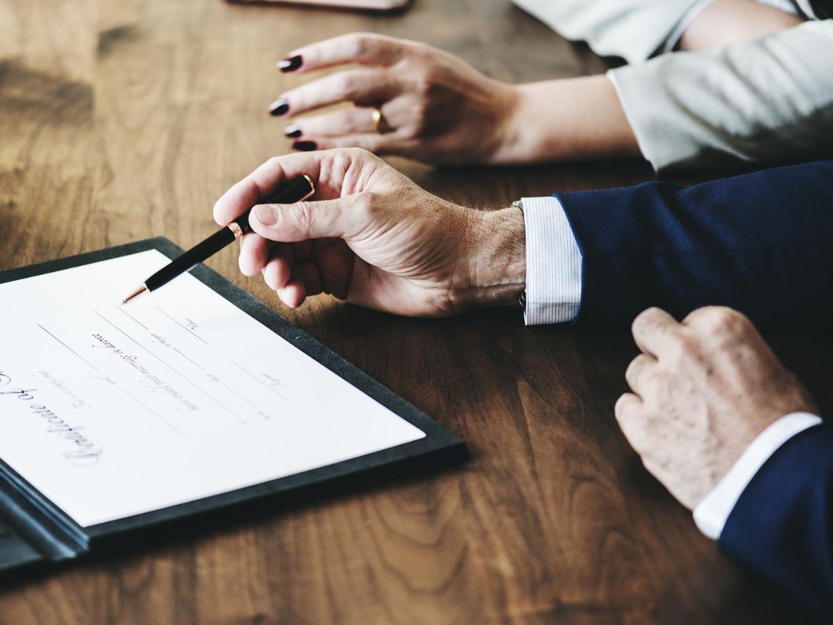 Długi małżonka – jak zabezpieczyć się przed nimi w trakcie rozwodu?